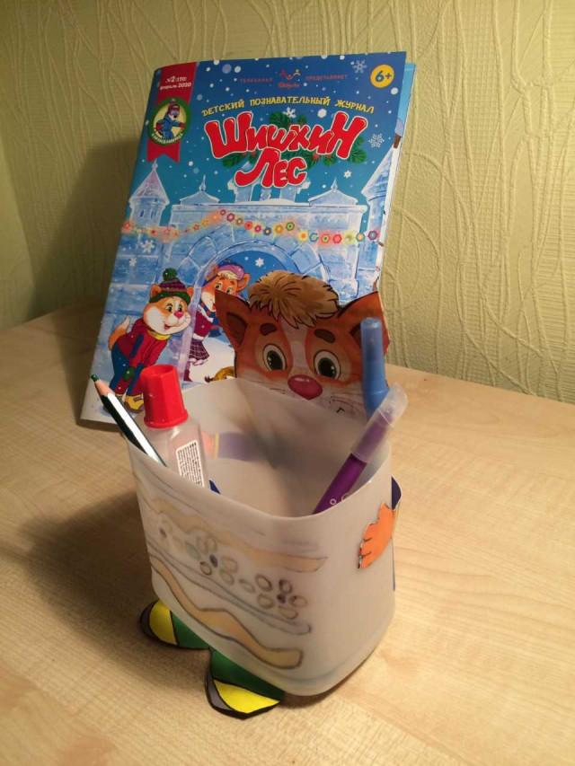 Алиса Пфаф прислала нам зайца и карандашницу.